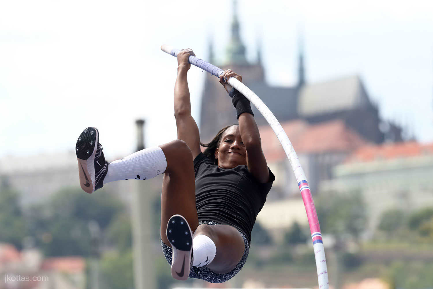 pole-vault-of-prague-01