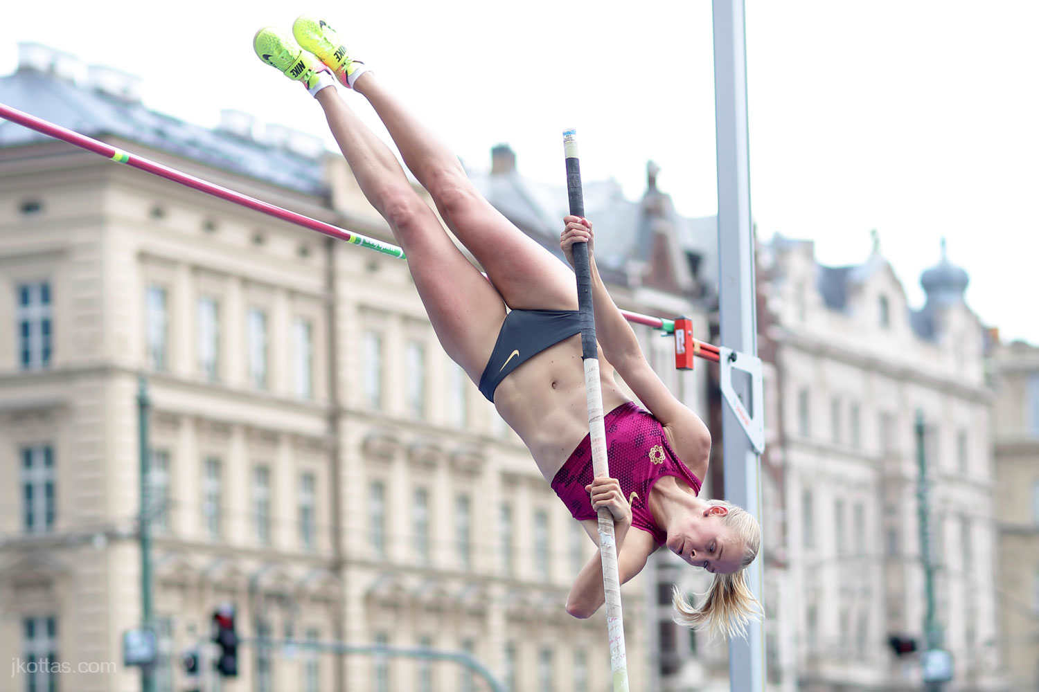 pole-vault-of-prague-07
