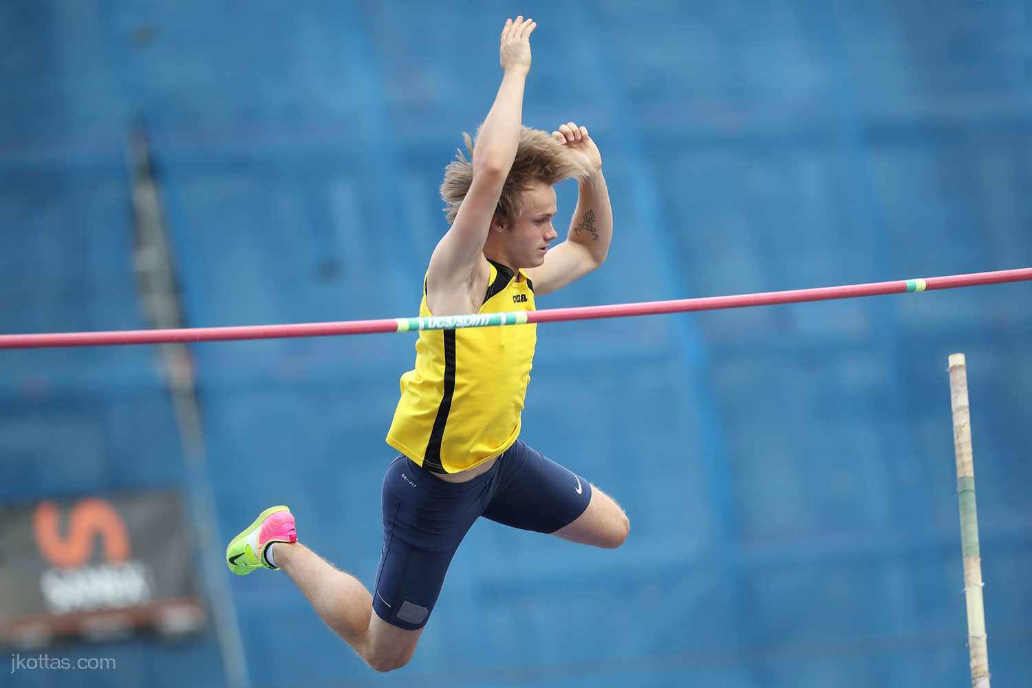 pole-vault-of-prague-25