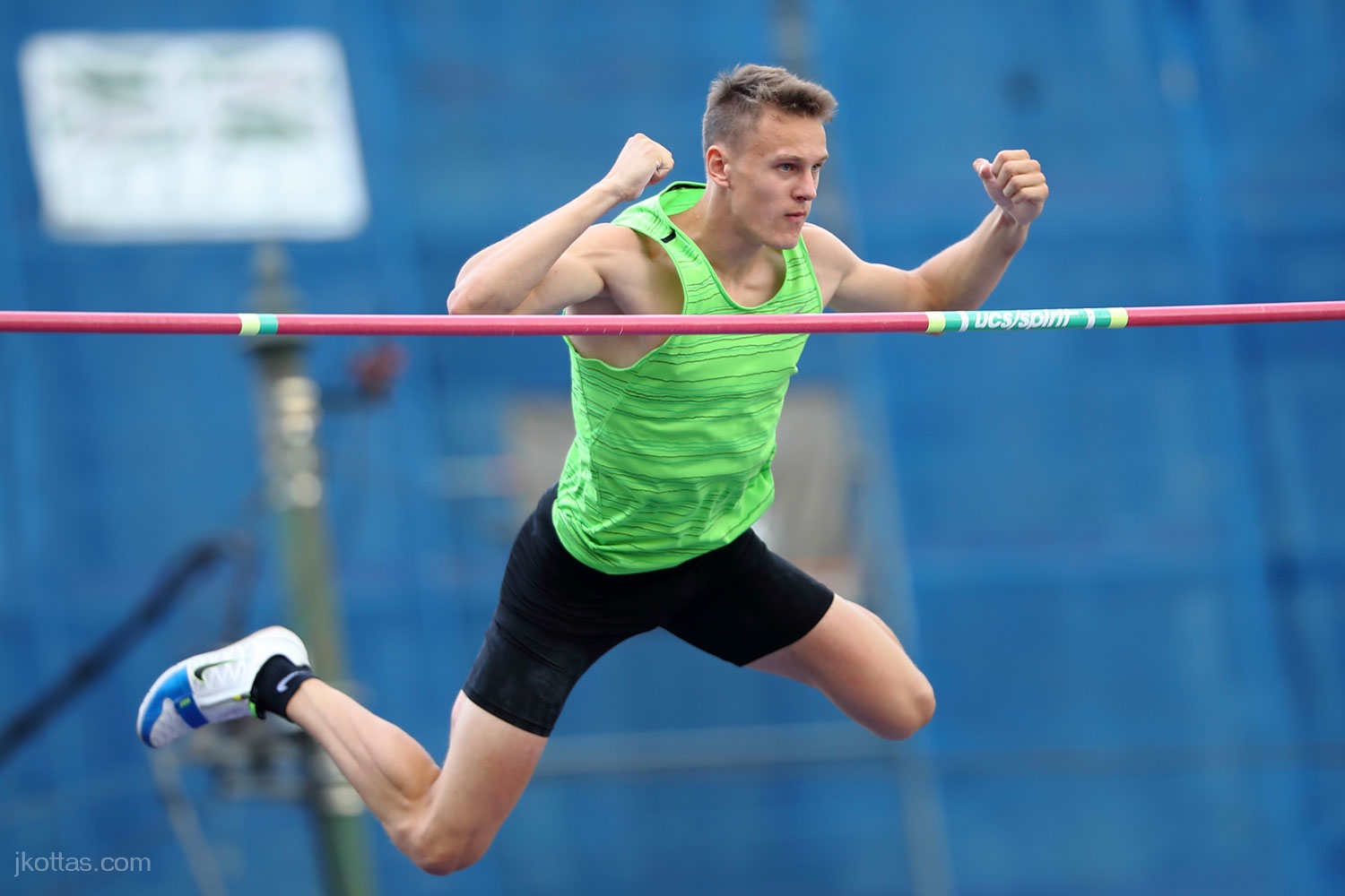 pole-vault-of-prague-26